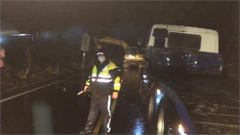 快新聞/嘉義縣中埔鄉台3線道路坍方 估晚間11時搶通
