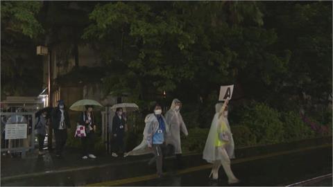 傳東奧開閉幕開放2萬人進場 工作人員冒雨進行運輸演練