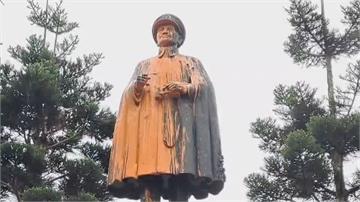 基隆車站前圓環蔣介石銅像排拆!  凌晨遭噴漆「去除威權」警追查3嫌