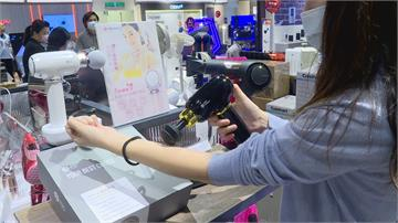 防疫新生活!百貨周年慶吹健身風 按摩槍、健身器材熱賣