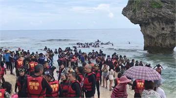 報復性出遊!2萬人湧入小琉球 浮潛像下水餃