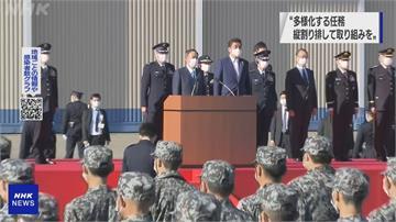 菅義偉閱兵、親自試乘戰機重申有決心辦東京奧運