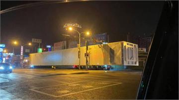 台南驚現「50公尺」超長貨櫃車 引網友熱議