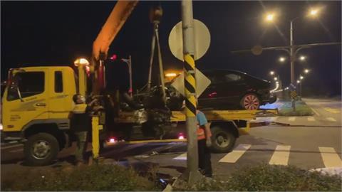 重機騎士疑分心撞路桿喪命 情侶超速自撞1死1傷