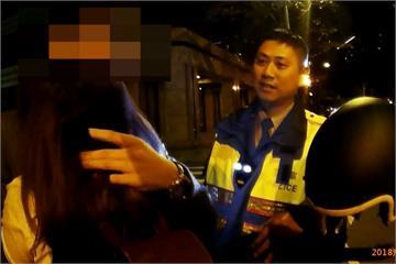 酒駕仍堅持騎車送女友 男子遭逮急獻吻安撫女友