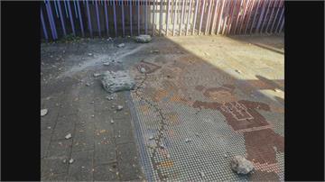 石牌國小外牆驚見石塊掉落 上下學必經路 幸寒假已開始無人員傷亡
