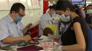 疫情衝擊!泰國民眾急賣黃金度難關 銀樓外人潮洶湧