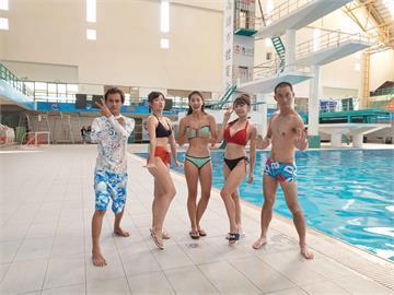 《綜藝新時代》體驗跳水專業180度壓腿!阿翔爆汗、浩子逃跑、籃籃像在生小孩