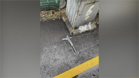 鶯歌路邊撿到槍「槍口還裝消音器」 急報警竟是虛驚