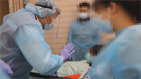 確診者疑不想住院 持刀砍3醫護1人腹部重傷