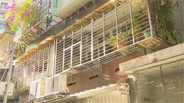 尿騷味薰天! 2樓獨居婦 往陽台偷到尿流到1樓