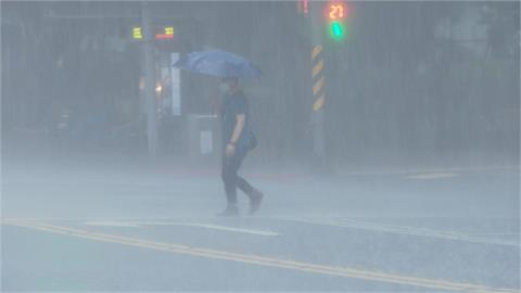 快新聞/雨區擴大! 雙北16縣市豪、大雨特報   桃園龜山「一級淹水警戒」