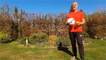 英國「2.6挑戰」創意多!足球拍網球、鍋鏟拍馬鈴薯都有