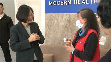 口罩廠女員工趕工受傷 蔡總統探視「台灣隊友」送補品
