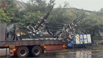 快新聞/卡車撞斷高壓電線桿! 基隆8百逾戶一度大停電 店家摸黑營業