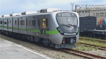 搭車好心情!地表最美「微笑列車」抵花蓮 鐵道迷樂翻