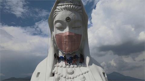 """日本廟方幫觀音像""""戴口罩"""" 祈求疫情早日消散"""