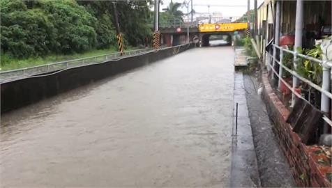 豪大雨下不停「水淹府城」!台南封閉4道路、12座橋樑