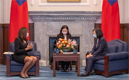 快新聞/貝里斯新大使呈遞到任國書 蔡英文「建交將滿32年」:兩國互動密切