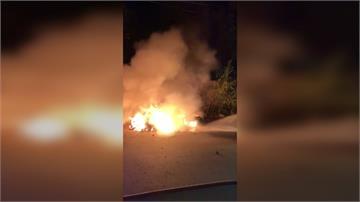 暗夜機車遭縱火!鄰居:車主跟社區不睦