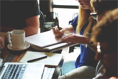 職場上有「真友誼」存在嗎?過來人曝2關鍵:雙方都要夠成熟