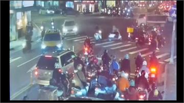 驚!天冷計程車司機猝死 撞對向轎車
