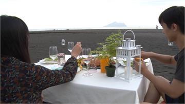 彷彿置身峇里島!沙灘用餐啖美食遠眺龜山島