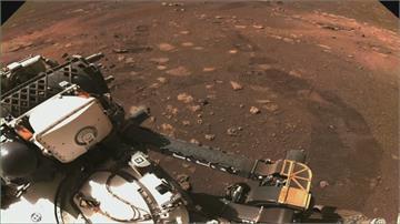 毅力號火星首次試駕成功!傳回地面胎痕照片