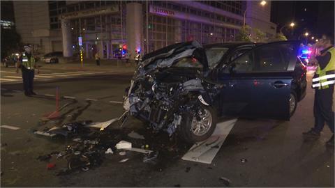 板橋偵防車開啟警報器...碰撞與綠燈直行貨車 雙方沒有酒駕 肇事責任有得算!