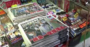黎智英遭港警拘捕 港民狂買報紙力挺