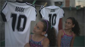 紀念阿根廷足球傳奇 雙胞胎姊妹以馬拉、度納為名