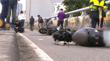 通緝犯違規盤查不停 逆向上北山橋撞8車