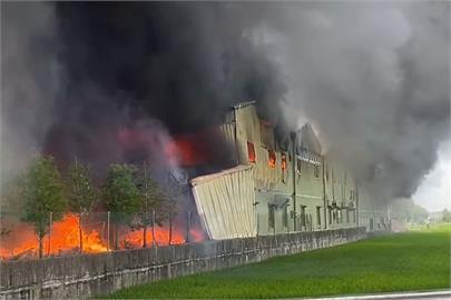 快新聞/口罩國家隊工廠大火 濃煙狂竄廠區陷火海