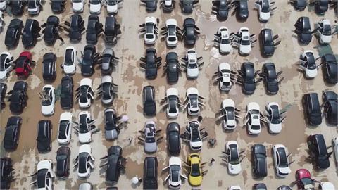 超過8萬輛泡水!中國鄭州暴雨「馬路像漂漂河」 車損粗估破43億