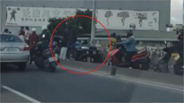 通緝犯加速逃 逆向開上機車道! 撞上迎面機車多人傷  嫌犯跑了