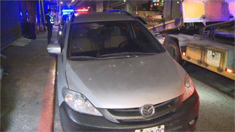 車上藏毒又載通緝犯硬闖臨檢站 逃了20公尺...警開七槍破窗逮捕