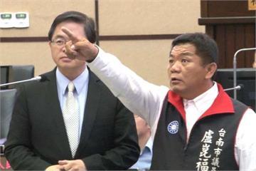 聽到「牽著鼻子走」 盧崑福拿起保溫杯丟市長