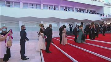 戴口罩也能很時尚! 威尼斯影展女星紅毯「罩得住」