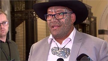 紐西蘭國會爆爭議!毛利籍議員戴傳統項鍊取代領帶竟被請出場