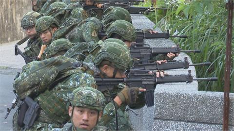 陸特戰21天行軍500公里 全副武裝現蹤淡水街頭