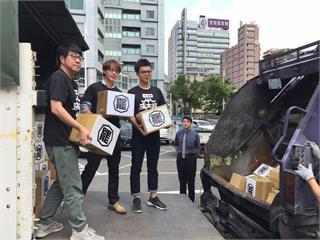 快新聞/罷韓備用連署書全焚毀 Wecare高雄:選票可否定「只會辱罵高雄的國民黨」
