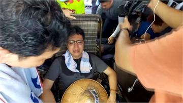 抗議中火絕食靜坐28小時 議員黃健豪昏倒送醫