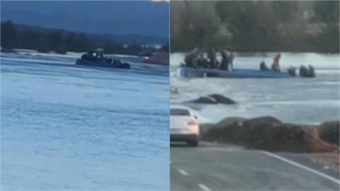 中國河北巴士載51人墜河!「2死12人失蹤」 乘客爬車頂待救畫面曝