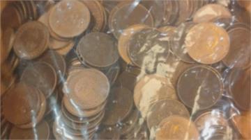故意整人? 外送員寒夜冒雨送餐 客人給530個1元硬幣 「還少10元」