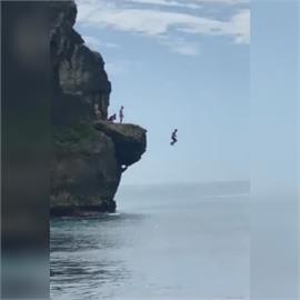 快新聞/墾丁亂象! 遊客爬18公尺高船帆石跳水 墾管處要開罰了