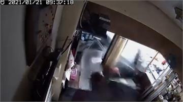 男駕贓車見警加速逃撞麵攤釀2傷  受害家屬怨:追緝警也有責任!