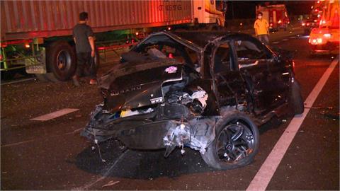 疑國道競速失控自撞 小客車上兩人拋車外