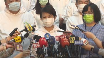就職2週年記者會盧秀燕穿白帽T活力拚市政