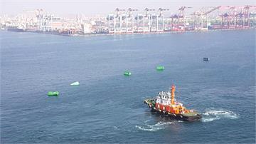 正港「海運」!操作不慎13貨櫃漂在高雄港