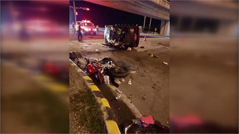 重機撞左轉車 轎車90度側翻.女乘客死亡